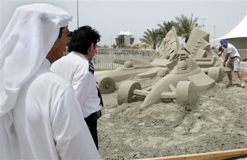 图文:[F1]巴林站练习 F1赛车沙雕雏形