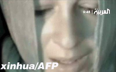 在这张4月14日拍摄的电视截图中,一名自称为塞莉纳的法国女人质向法国政府求助。当日,路透社得到一盘VCD,内容是两名被阿富汗塔利班武装人员绑架的法国人质恳请法国政府答应绑架者要求,否则他们会被处死。 新华社/法新