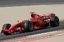 图文:[F1]巴林大奖赛排位赛 马萨在比赛中