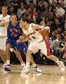 图文:[NBA]猛龙胜活塞  卡尔德隆突破