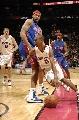 图文:[NBA]猛龙胜活塞  福特突破华莱士