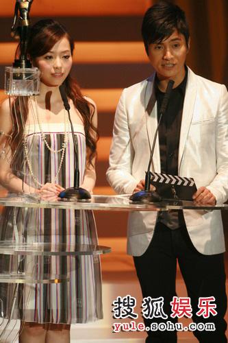 图:第26届金像奖颁奖现场--陈坤张靓颖颁奖