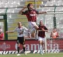 图文:[意甲]梅西纳VS米兰 卡卡庆祝进球