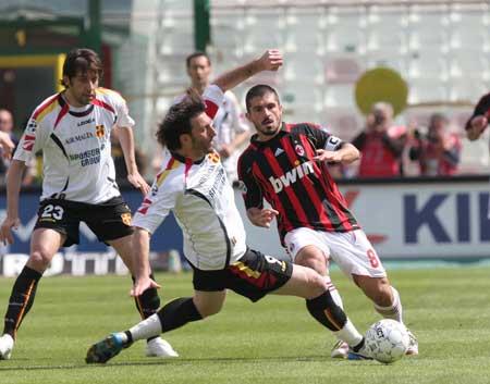 图文:[意甲]梅西纳1-3米兰 加图索拼劲十足
