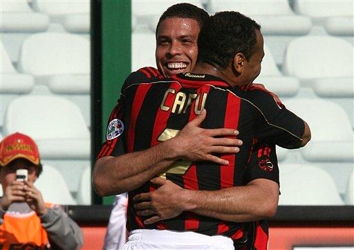 图文:[意甲]梅西纳1-3米兰 巴西帮不亦乐乎