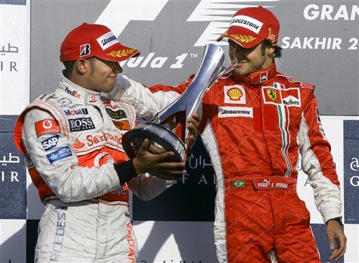 图文:[F1]巴林站正赛 汉密尔顿的第3座F1奖杯