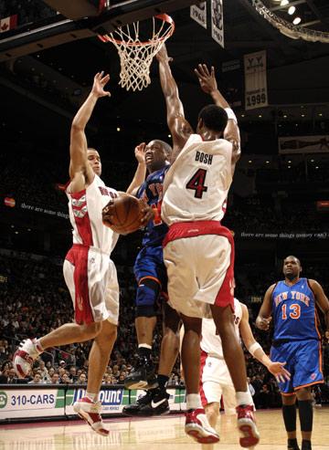 图文:[NBA]猛龙胜尼克斯 弗朗西斯奋力砍杀
