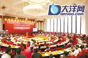 """昨日,""""中国经济50人论坛""""主题研讨会在广州隆重召开。 本版图 高鹤涛、骆昌威"""