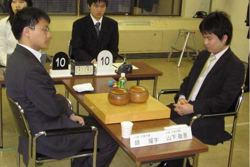 胡耀宇(左)对日本棋圣山下敬吾