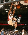 图文:[NBA]勇士胜森林狼 鲍威尔力拔山兮