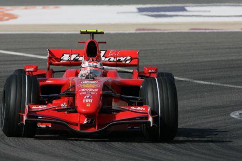 图文:[F1]巴林大奖赛正赛 莱科宁驶过弯角