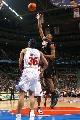 图文:[NBA]76人胜活塞 史蒂文-亨特单手抛投