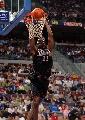 图文:[NBA]76人胜活塞 威利-格林飞身怒扣