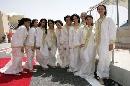 图文:[F1]巴林大奖赛正赛 巴林美女穿着保守