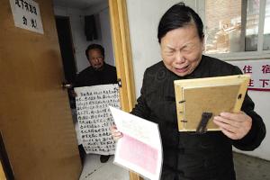 对于薛燕林的死亡,薛父薛母依然难以接受。 本报记者 王俭 摄