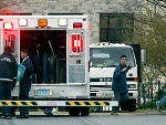 救护车抵达枪击案现场