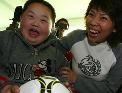 邓亚萍等奥运冠军来到南京