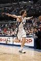 图文:[NBA]马刺负灰熊  加索尔双臂飞翔