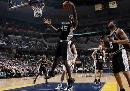 图文:[NBA]马刺负灰熊  巴特勒强打