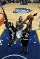 图文:[NBA]马刺负灰熊  琼斯上篮