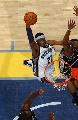 图文:[NBA]马刺负灰熊  瓦里克爆扣