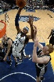 图文:[NBA]马刺负灰熊  瓦里克飞翔