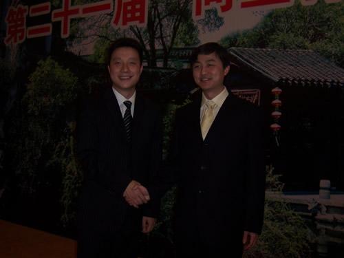 古力与刘世振(右)