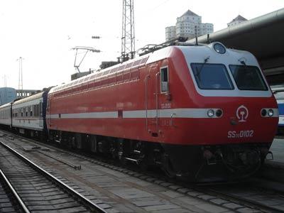 兰州铁路局提速火车车头 记者 李东朝 摄