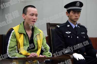 汪某在法庭上接受法官讯问。信报记者 刘志坚/摄