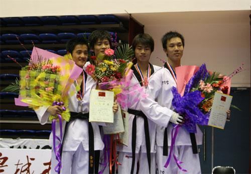图文:全国跆拳道锦标赛 男子58公斤级颁奖