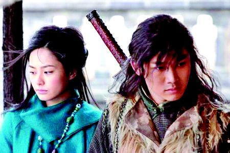钟欣桐(左)被网友赞为史上最美的程灵素
