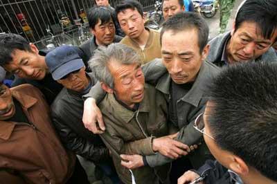 辽宁一钢铁厂发生事故 两人死亡18人生死不明.jpg