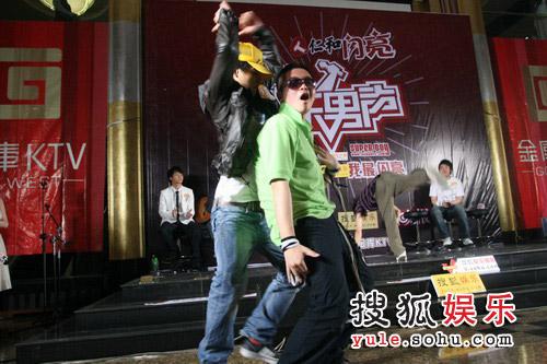 周杰波、杨捷热舞pk1
