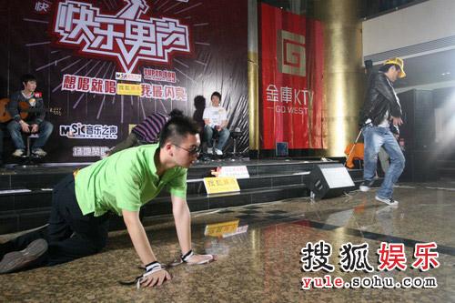 周杰波、杨捷热舞pk3