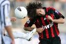 图文:[意甲]阿斯科利2-5米兰 皮尔洛头球攻门