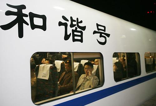 4月18日,长沙火车站,从长沙-南昌D207动车组列车于今晚始发。 记者 武席同 摄