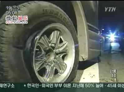 爆胎的右前轮胎