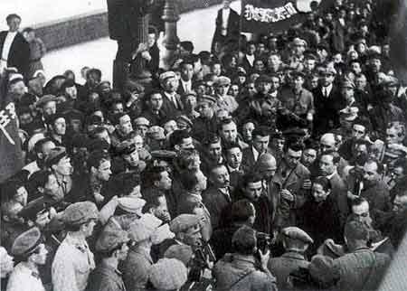 1927年9月,宋庆龄在莫斯科受到群众热烈欢迎。