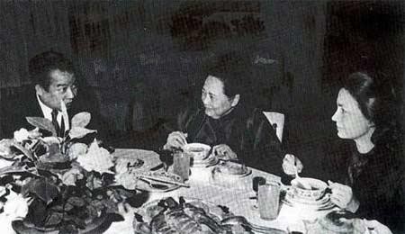 1979年10月宋庆龄宴请柬埔寨西哈努克亲王夫妇