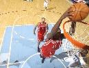 图文:[NBA]火箭vs爵士 斯奈德飞身扣篮