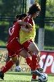 图文:[女足]中国女足武汉集训 队员激烈拼抢