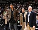 图文:[NBA]马刺不敌掘金 三巨头面露笑意