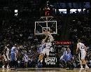 图文:[NBA]马刺不敌掘金 篮下激烈相争