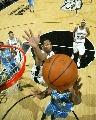 图文:[NBA]马刺不敌掘金 霍利积极封盖