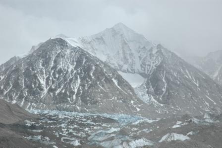 途中看到的幽蓝的冰川