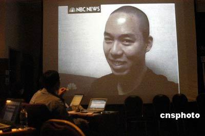 图为新闻中心播出的NBC电视画面。 中新社发 邱江波 摄