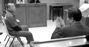 聋哑男子抢劫其他聋哑人 法庭 手语审判