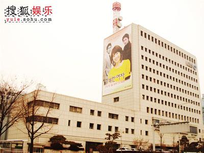 同样以灰色为主的KBS别馆