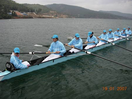 图文:CCTV奥运舵手选拔20强产生 舵手比赛中