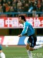 图文:大连实德2-1上海申花 王鹏两度头球破门